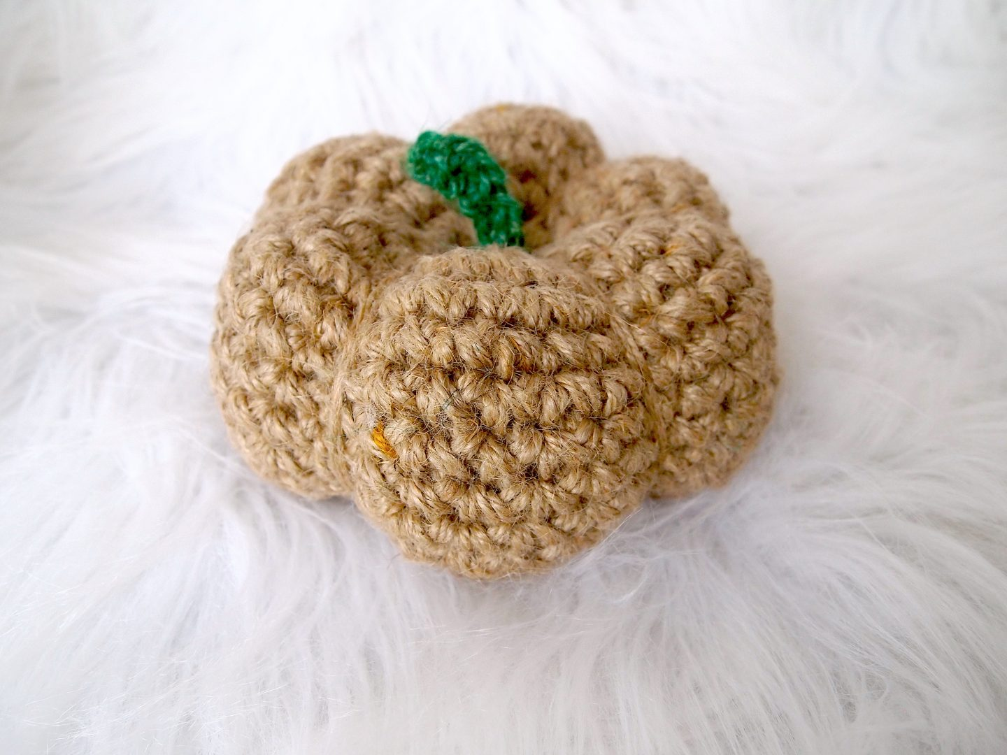 finished jute pumpkin for crochet pumkin tutorial