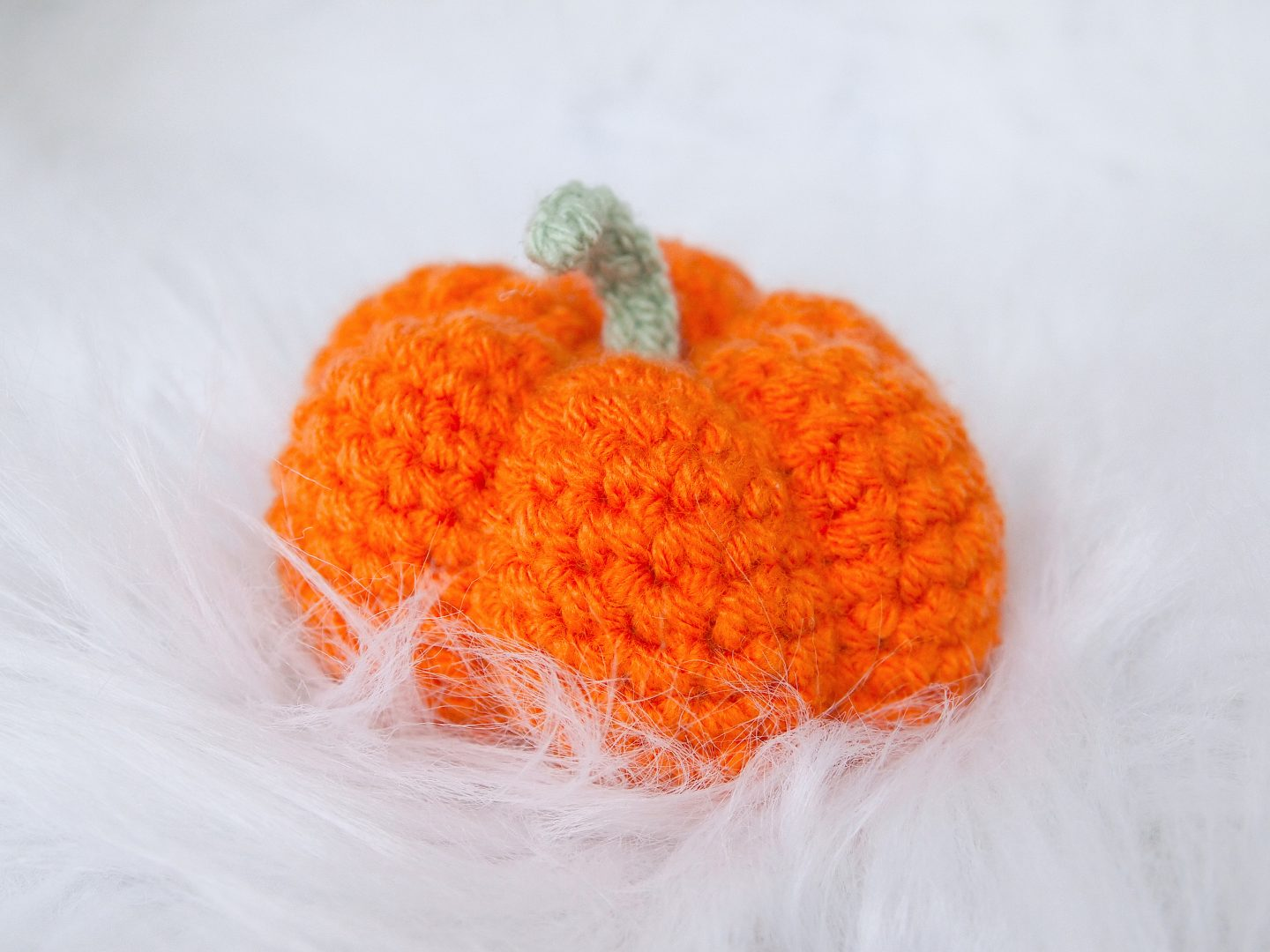 finished pumpkin for crochet pumkin tutorial