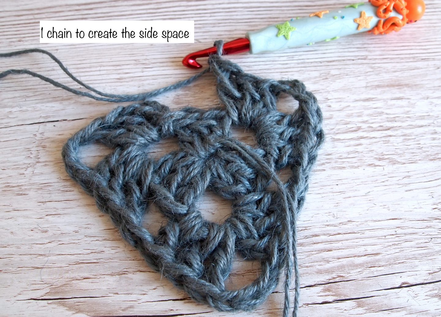 crochet a triangle for bunting
