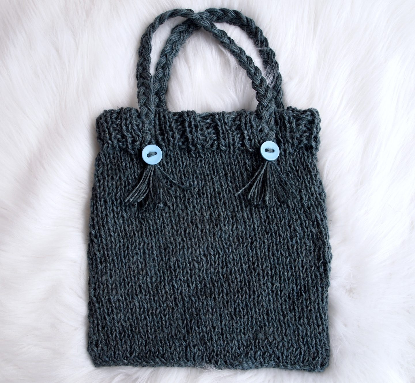 finished knitted tote bag