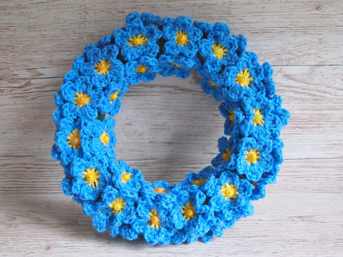 the finished forget me not crochet wreath