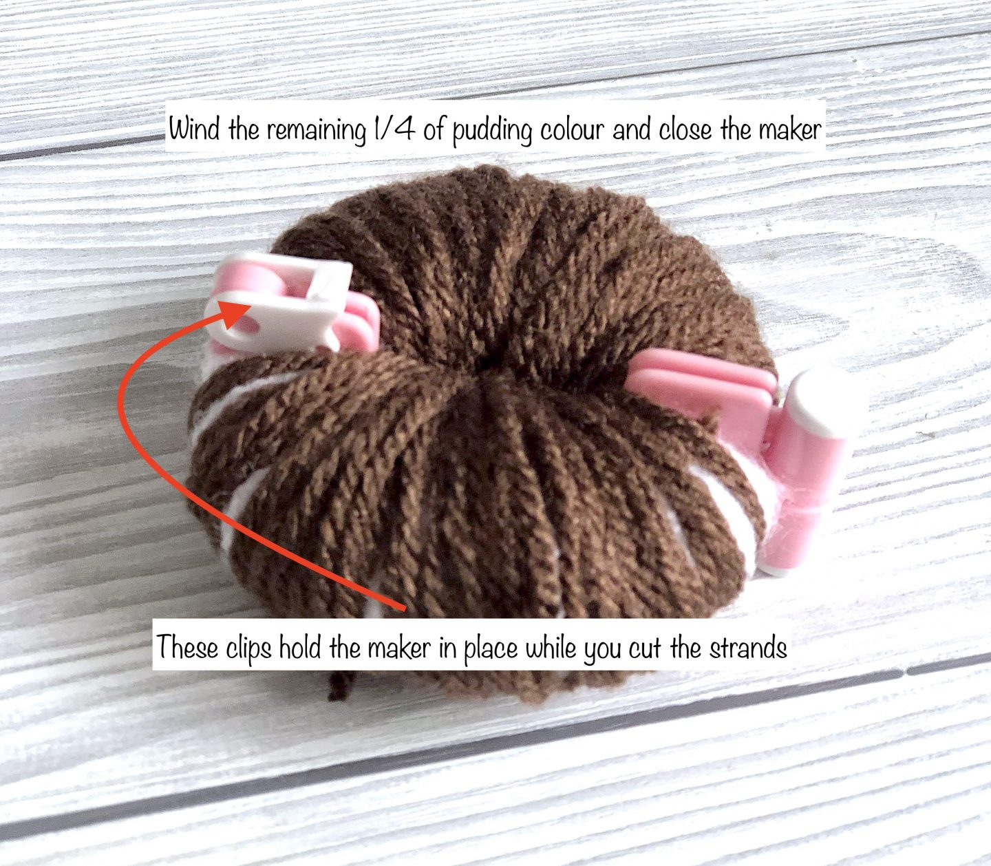 how to wind a christmas pudding pom pom